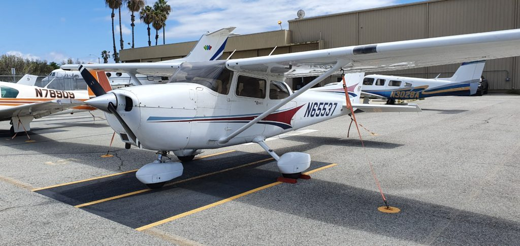 N65537 Cessna 172S Aces High Aviation